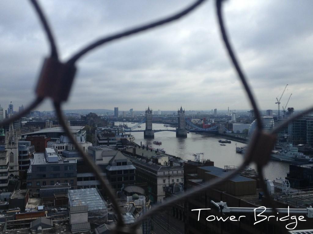 tower bridge londres vu de The monument