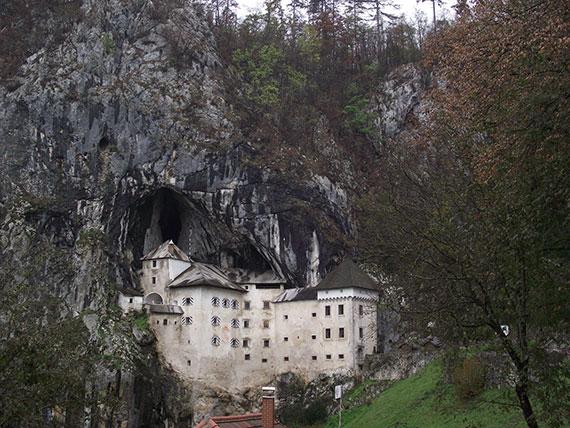 chateau-predjama