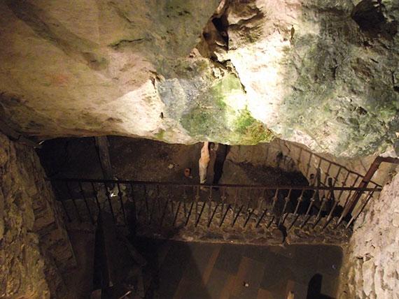 interieur-chateau-predjama
