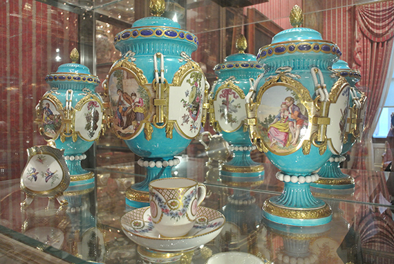wallace-collection-vases