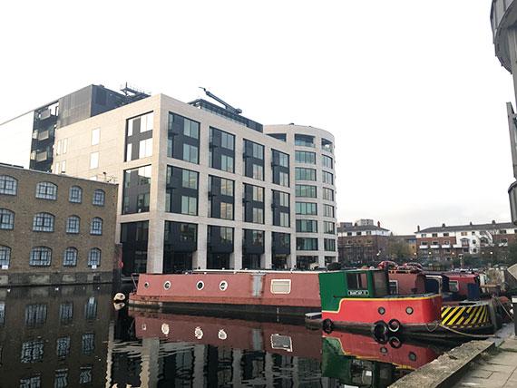 canalboat-london