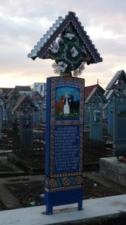 Une des tombes du cimetière de Sapanta