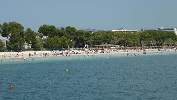 plage-alcudia-de-loin