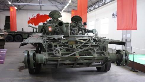Char russe dans la salle soviétique