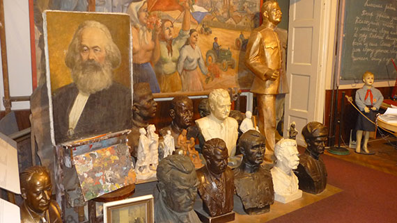 musee-communisme-prague-statues