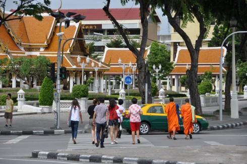 Bangkok les moines dans les rues
