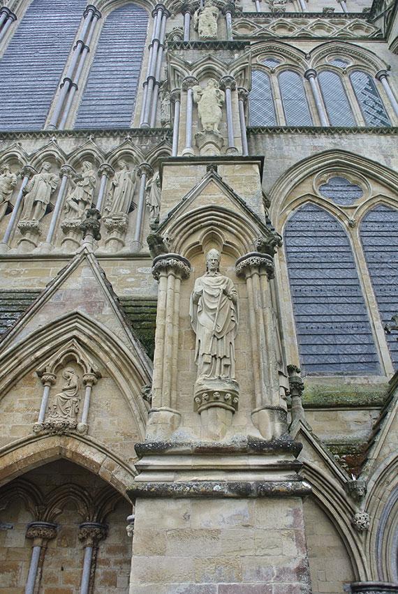 statue-cathedrale-salisbury