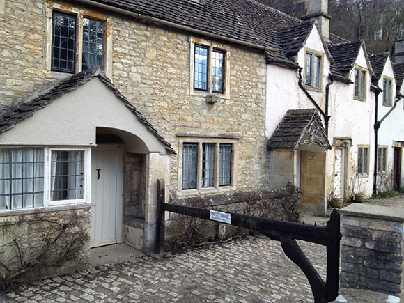 castle-combe-entree-village
