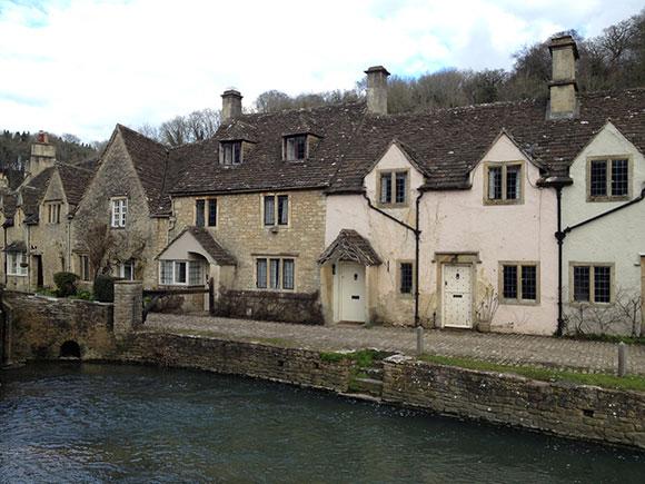 castle-combe-riviere