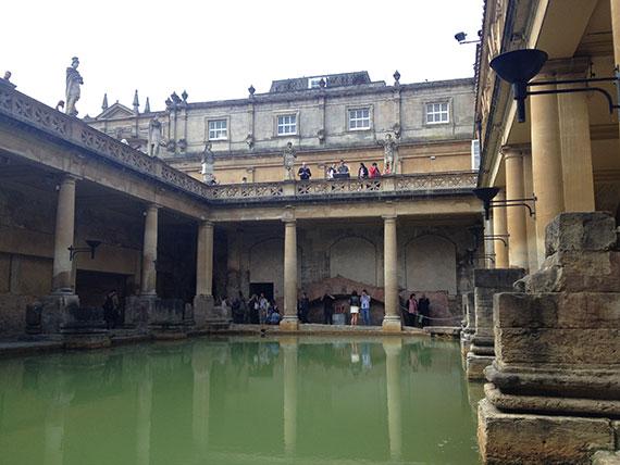 bassin-large-bains-romains-bath