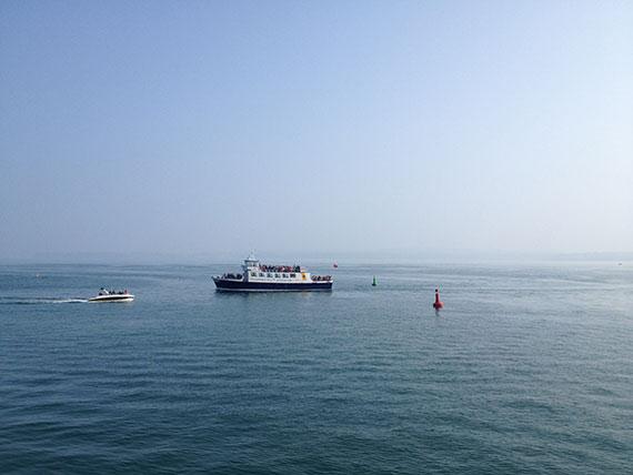 ferry-enter-torquay