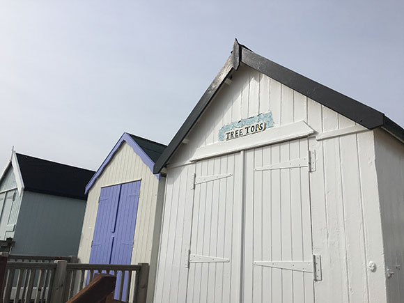 cabanes-de-plage-felixstowe