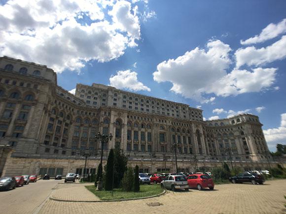 palais-du-parlement-avec