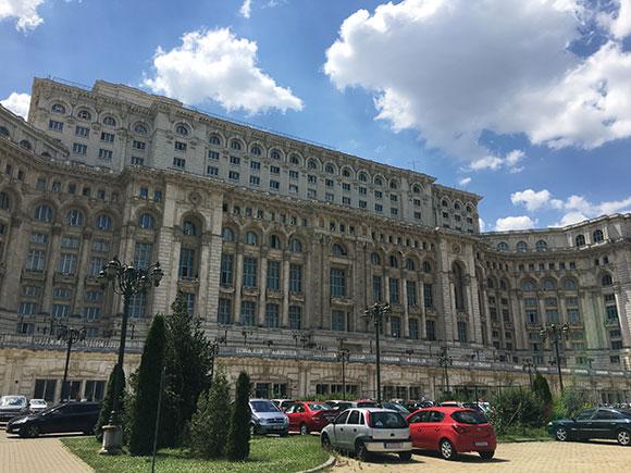 palais-du-parlement-sans