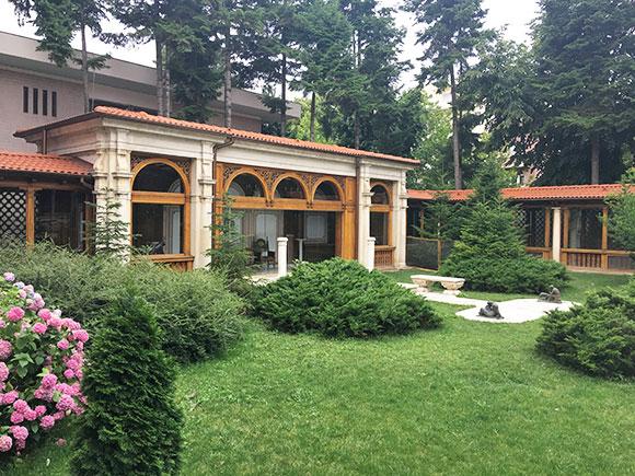 maison-ceaucescu-jardin